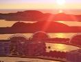 Visualisierung einer künstlichen Stadt am Meer