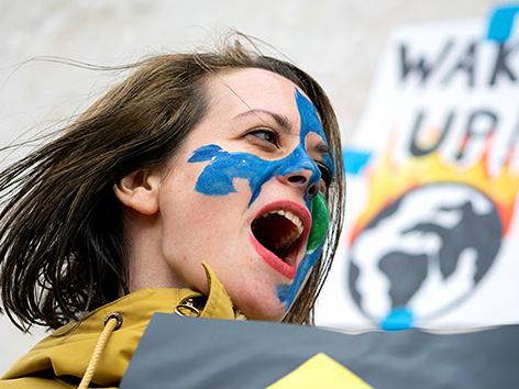 """""""Fridays For Future""""-Aktivistin beim Klimastreik in Wien am 15. März 2019"""