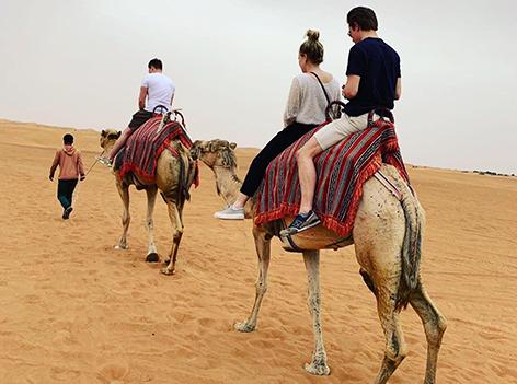 Raphael Trkmic auf einem Kamel
