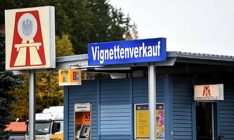 Container für den Vignettenverkauf am Grenzübergang Walserberg bei Salzburg