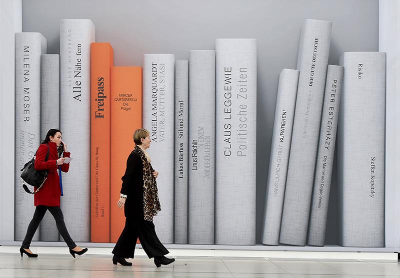 Besucher einer Buchmesse