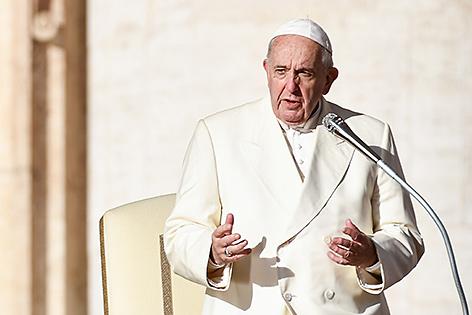 Papst Franziskus hält eine Rede