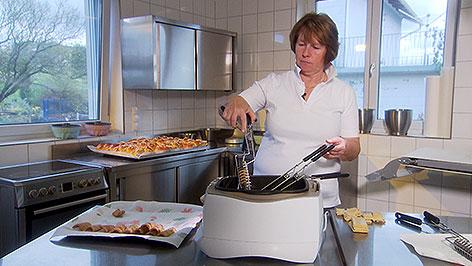 Bäckerin Andrea Salmhofer macht Spagatkrapfen