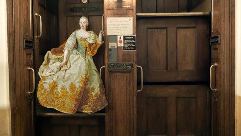 Wie der Aufzug nach Österreich kam    Originaltitel: Geschichte des Aufzugs