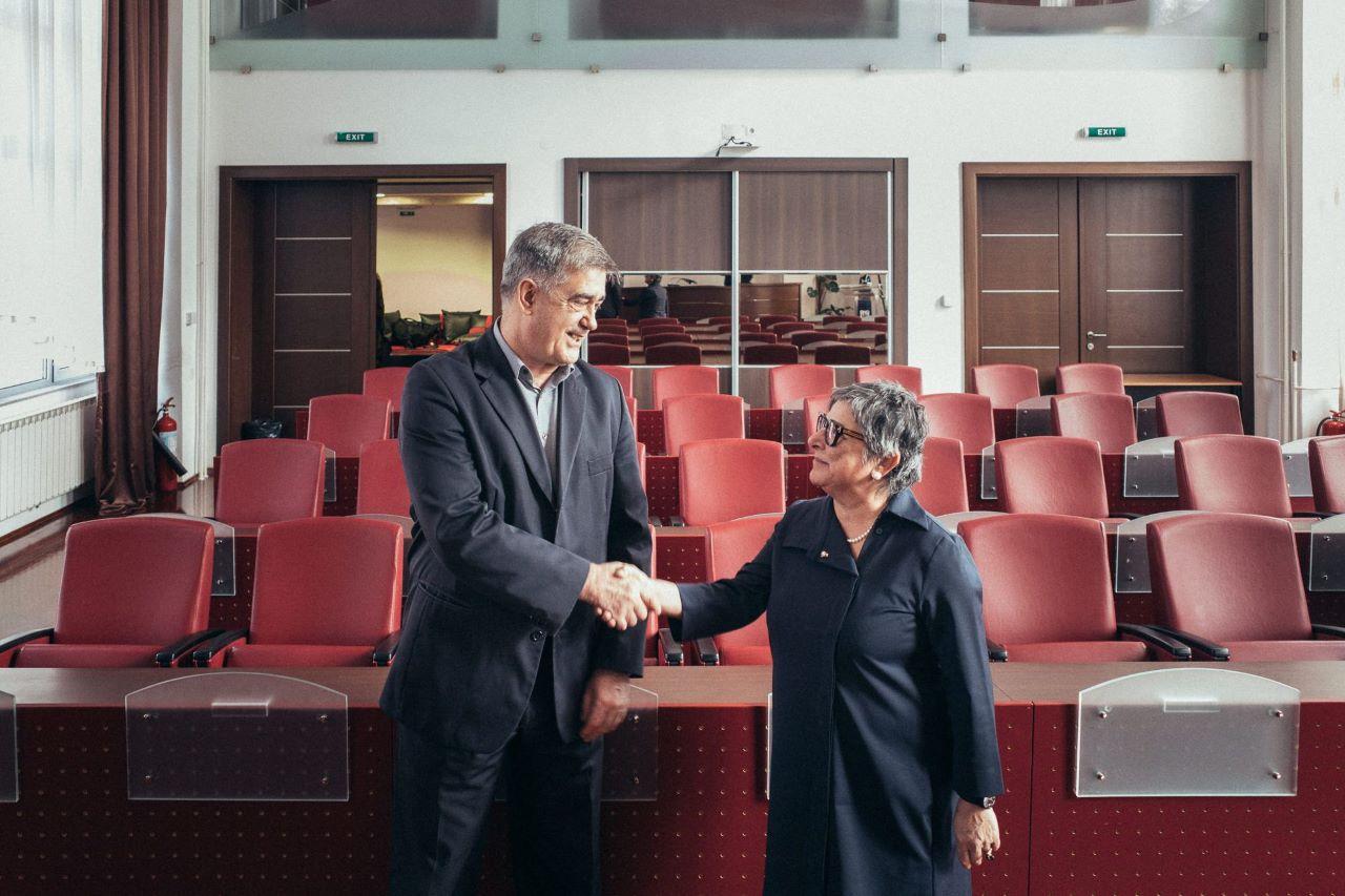 Nurten Yilmaz mit Bürgermeister Šuhret Fazlić
