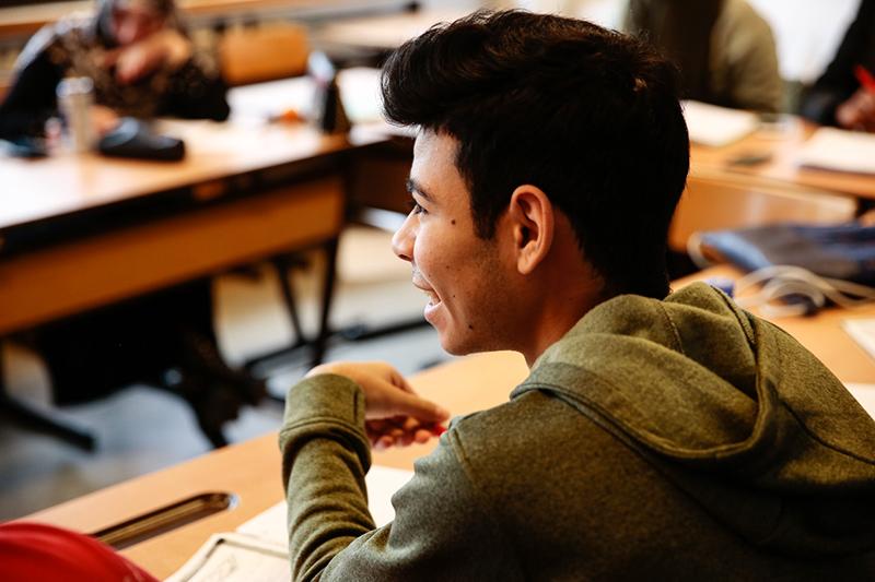 Schüler und Schülerinnen beim Unterricht bei PROSA
