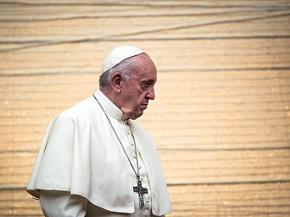 Papst Franziskus, Blick ernst