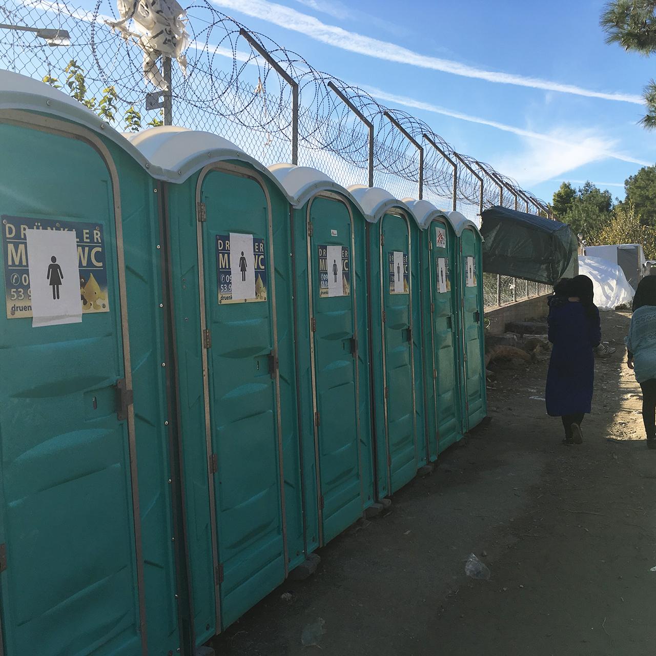 Toiletten im Flüchtlingslager auf Samos