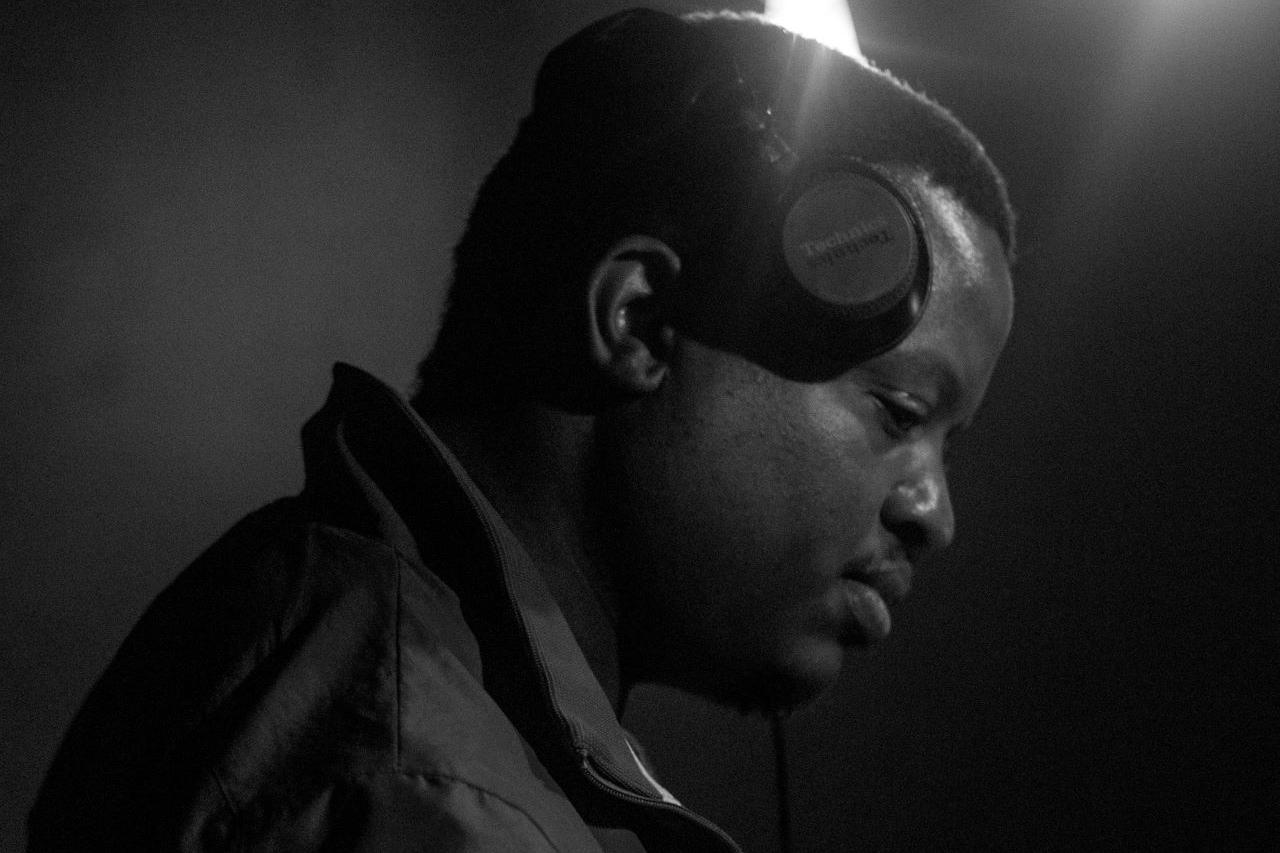 Lonely Hearts Vinyl Night DJ Xee