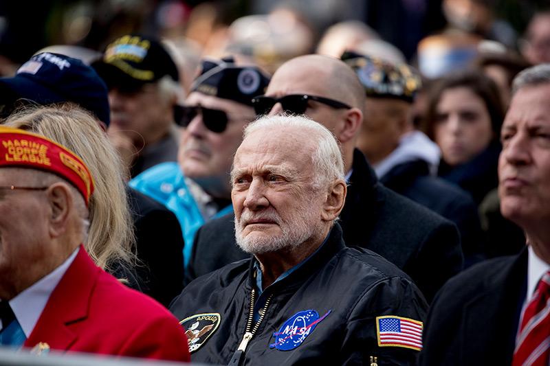 Buzz Aldrin im Publikum sitzend bei einer Rede von Donald Trump