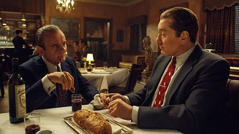 """Szene aus """"The Irishman"""" mit Joe Pesci und Robert De Niro"""
