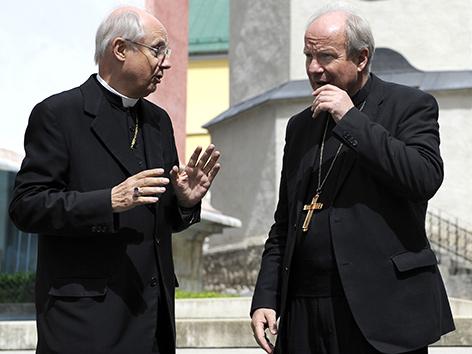 Kardinal Christroph Schönborn und der damalige Grazer Bischof Egon Kapellari bei der Sommerversammlung der Bischofskonferenz in Mariazell im Jahr 2011