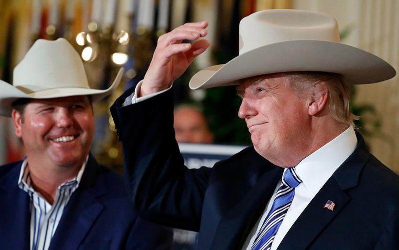 Stetson-Chef Dustin Noblitt und der US-Chef Donald Trump
