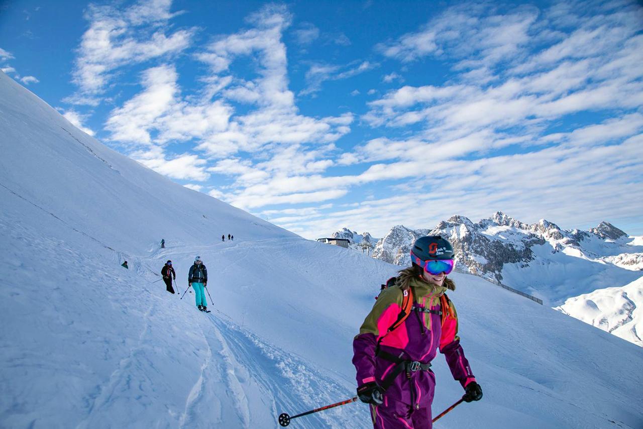 Gruppe von Skifahrerinnen