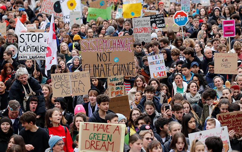 Weltweit demonstrieren Schüler und Schülerinnen für Klimaschutz, so wie hier in Lausanne, wenige Tage vor dem World Economy Forum un Davos