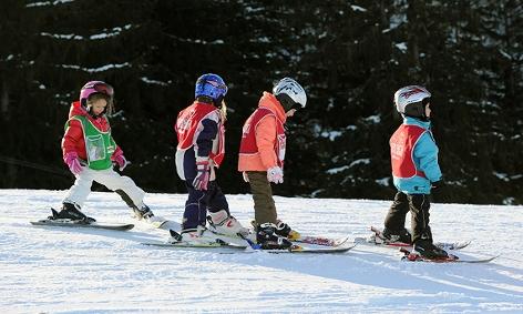 Kinder auf der Skipiste