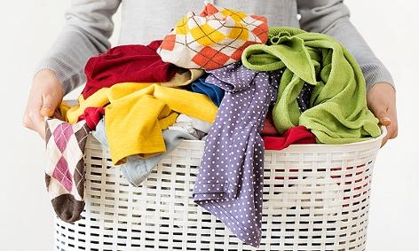 Ein Korb mit Schmutzwäsche