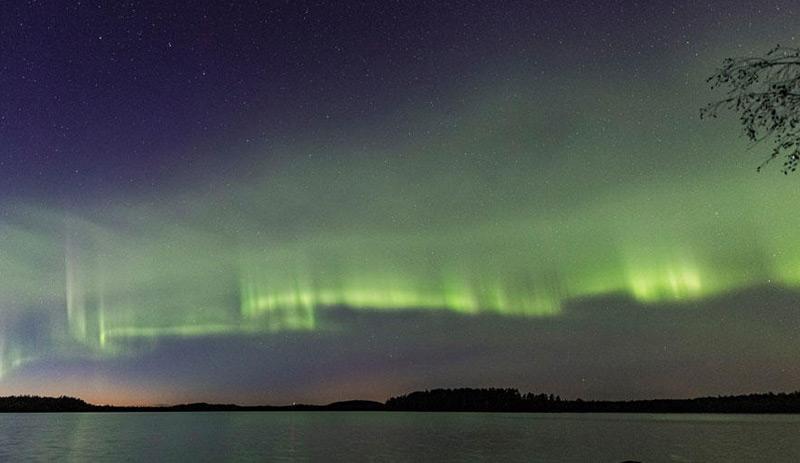 Dünenartige Polarlichter über Finnland