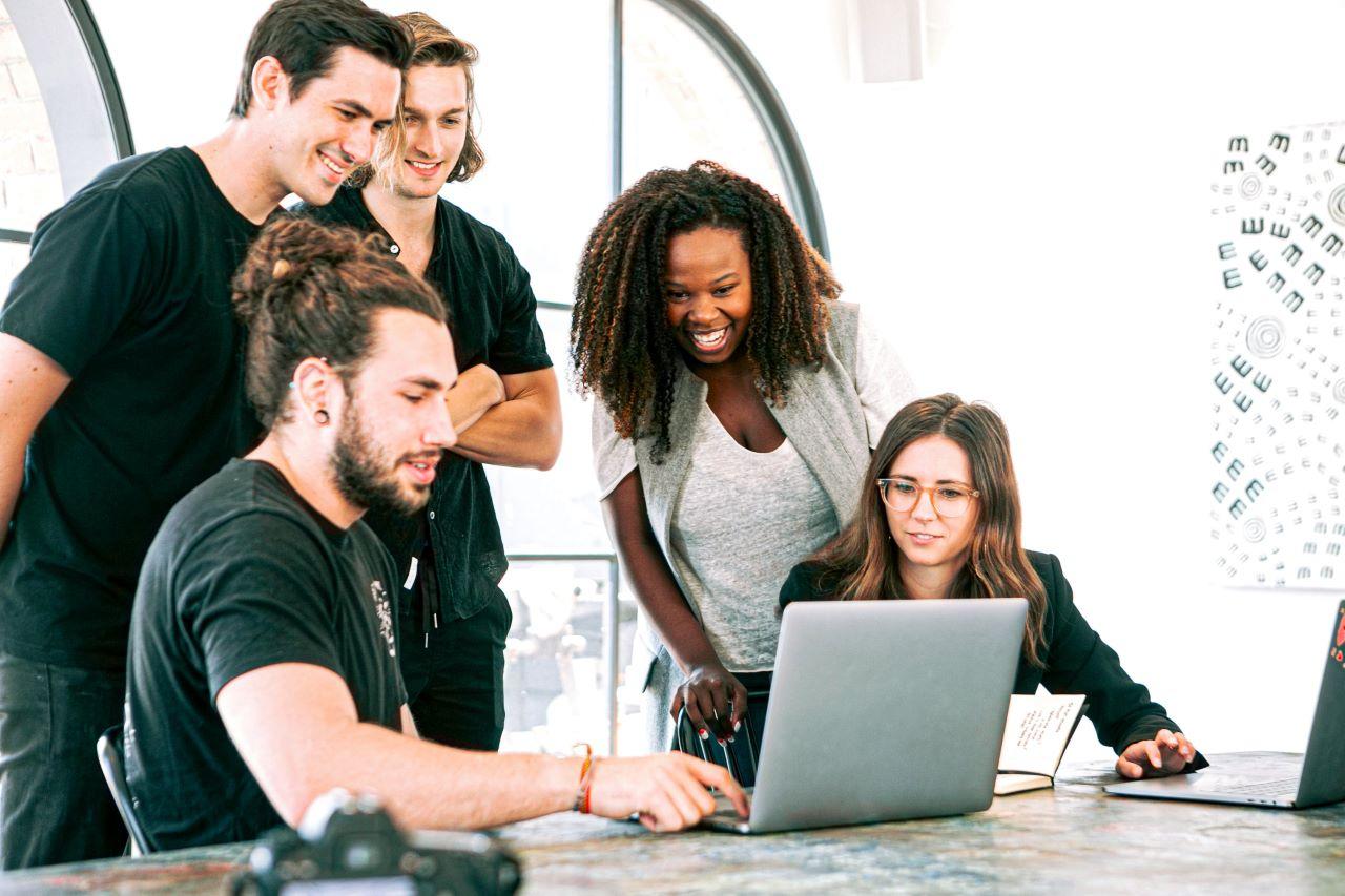 Junge Startup Menschen Symbolbild