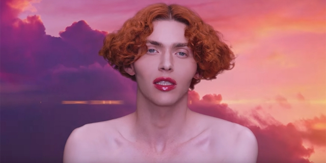 "Sophie im Video zu ""It's okay to cry"""