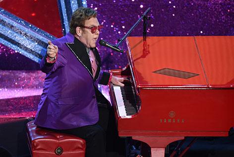 "Elton John singt Oscar-Song ""(I'm Gonna) Love Me Again"""