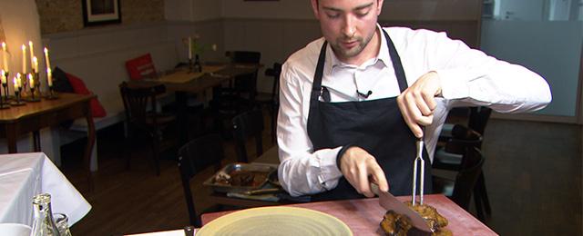 Koch im Restaurant Schubert