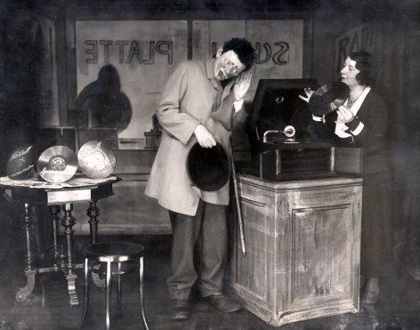 Im Schallplattenladen  Originaltitel: (DEU 1934), Regie: Hans H. Zerlett