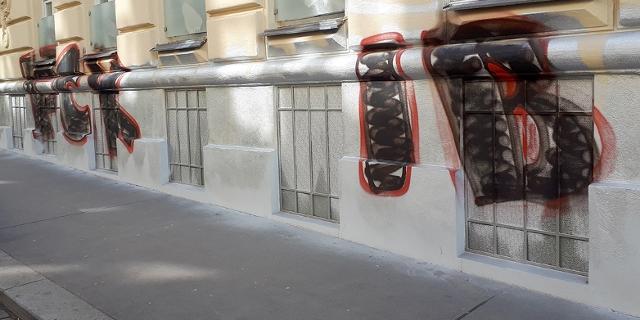 "Graffiti auf Hausmauer: ""FCK IB"""