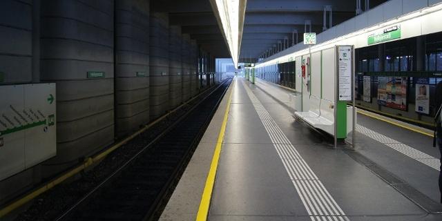 Leerer U-Bahn-Steig in Wien