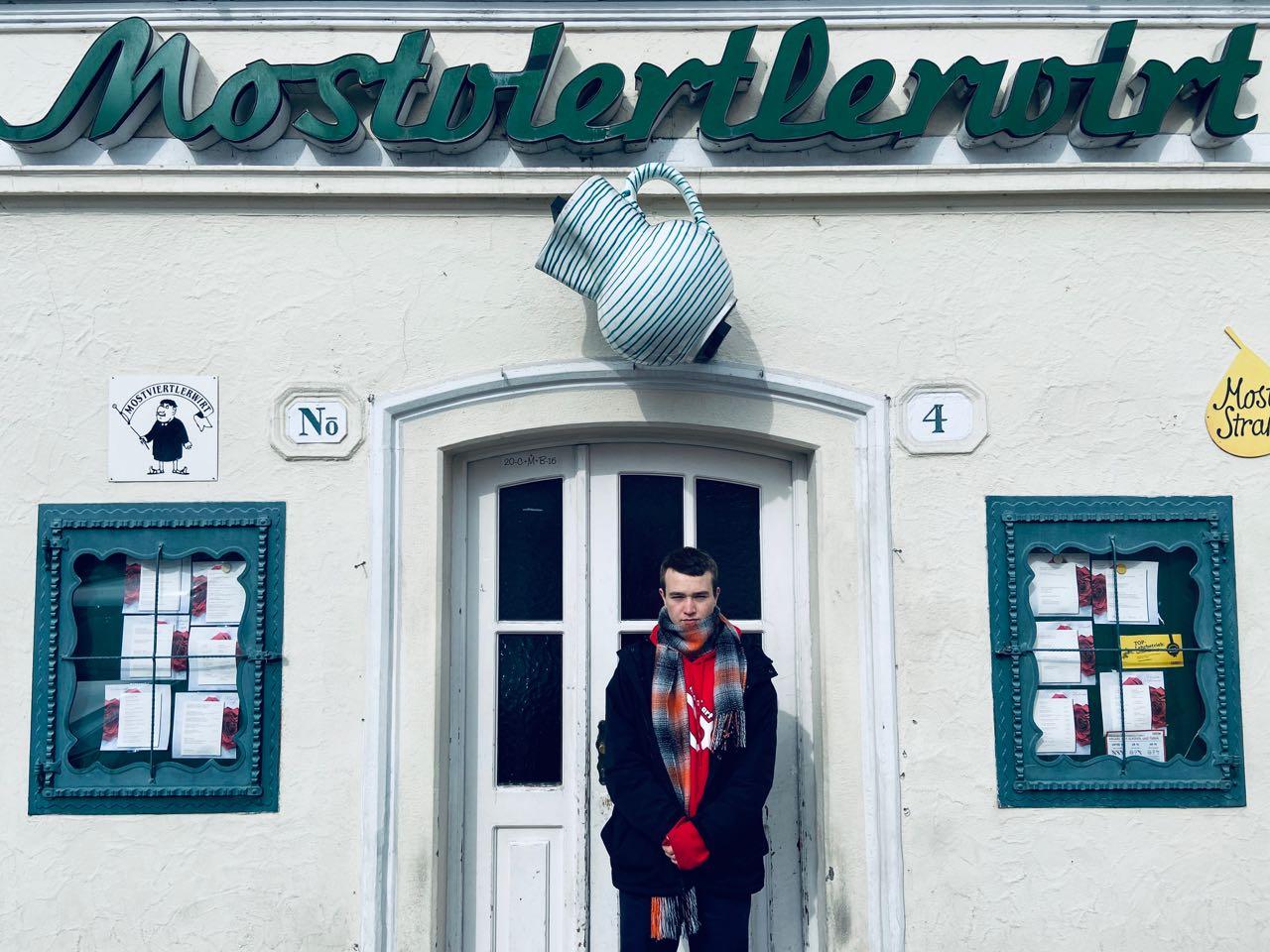 FM4 Im Viertel: Lou Asril in Seitenstetten