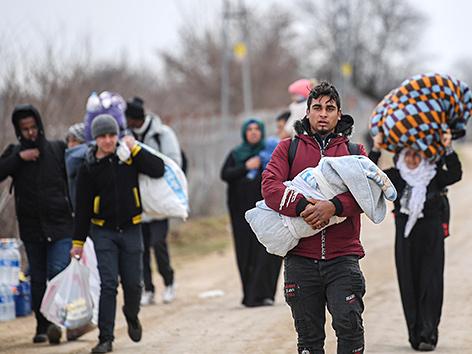 Geflüchtete an der türkisch-griechischen Grenze bei Edirne