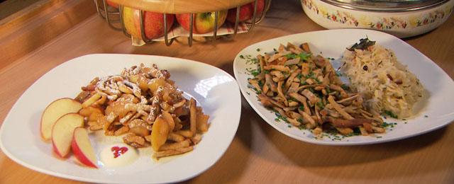 Grebbarachnidei in zwei Varianten auf Tellern: Mit Äpfel und mit Sauerkraut