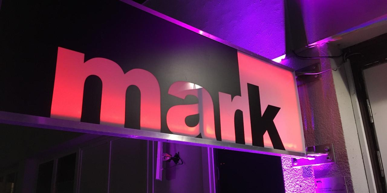 """Schild """"MARK"""""""