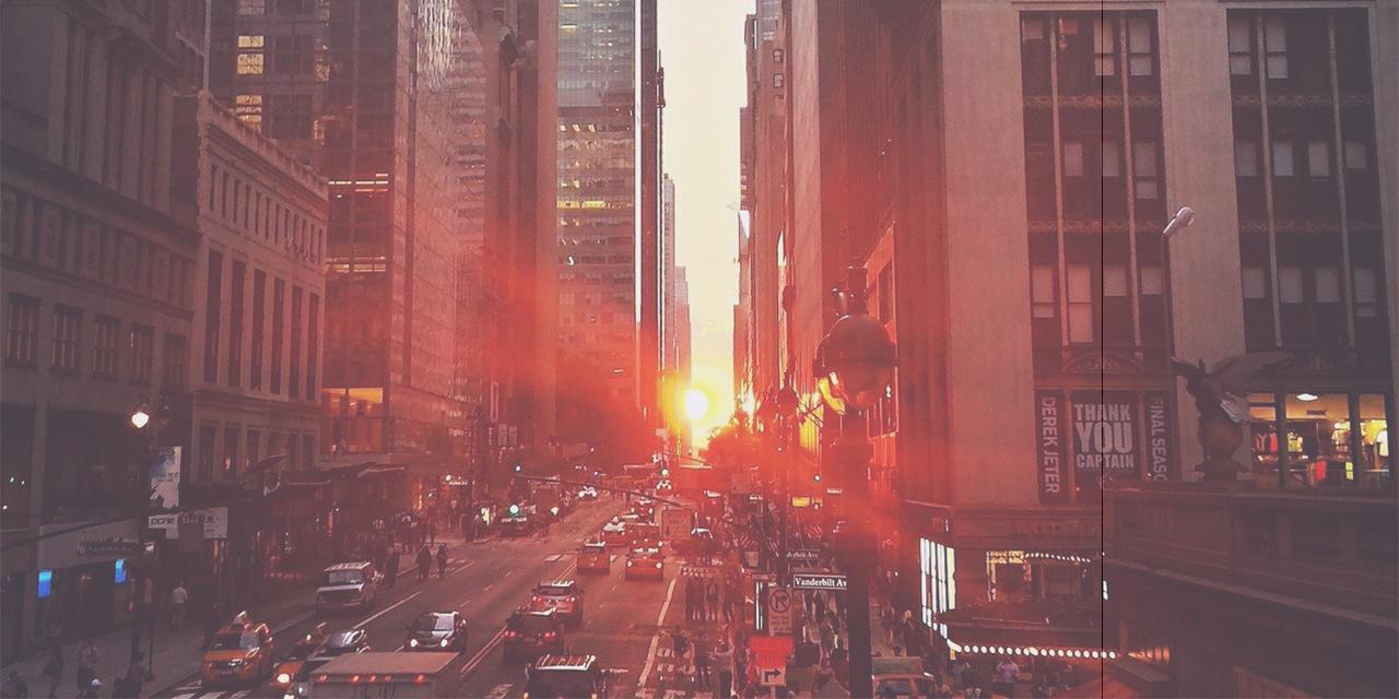 Straße mit Sonnenuntergang