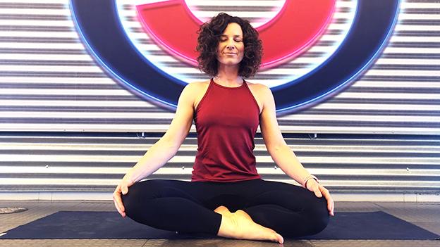 Sandra beim Yoga