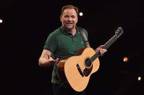 Thomas Stipsits mit Gitarre