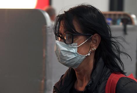 Nase-Mund-Maske Frau
