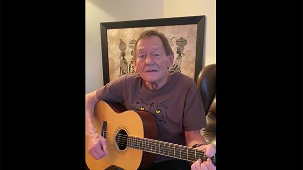 Wolfgang Ambros mit einem musikalischen Gruß auf Facebook