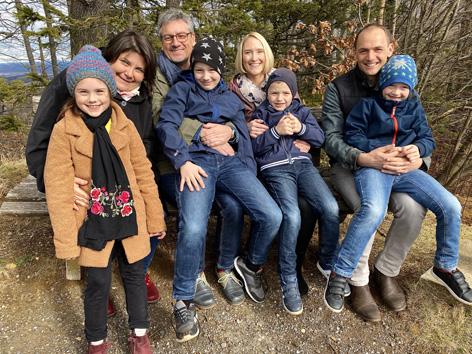 Ursula und Ernst Pock mit ihrer Tochter Mira, Elisabeth und Klemens Karner mit ihren 3 Söhnen.