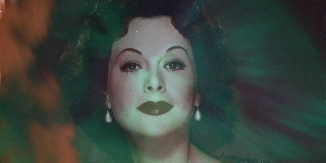 Hedy Lamarr vor Nordlichtern