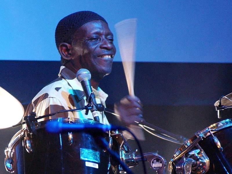 Tony Allen am Schlagzeug