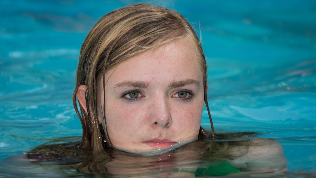 Mädchen in einem Schwimmbad
