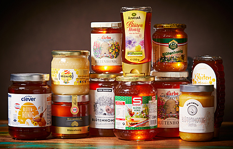 Honiggläser aus verschiedenen Supermärkten