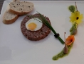 Tartar vom Hirsch mit Rosmarin-Olivenbaguette