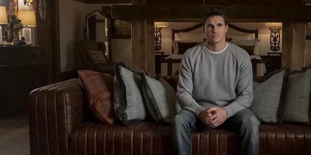 Serie Upload, Schauspieler Robbie Amell