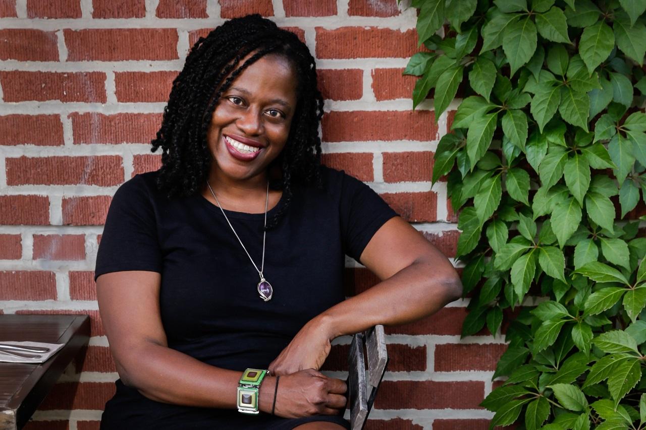 Die US-amerikanische Autorin Regina Porter freut sich