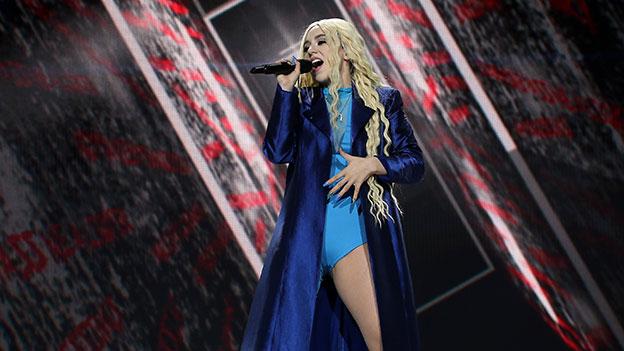 Ava Max auf der Bühne