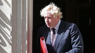 Boris Johnson mit Tennisschläger