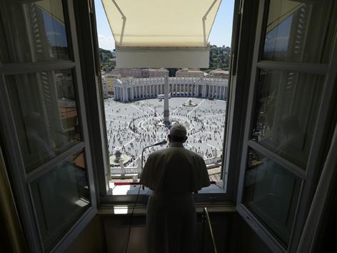 Papst Angelusgebet Fenster