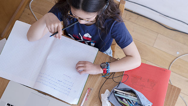 Mädchen beim Lernen